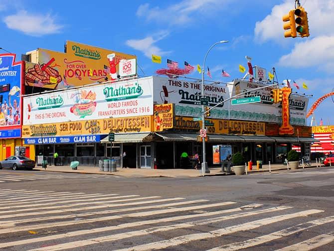 Coney Island New Yorkissa - Nathan's Hot Dog