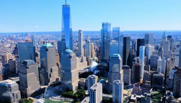 Lower Manhattan ja Financial District New Yorkissa - nakyma ilmasta