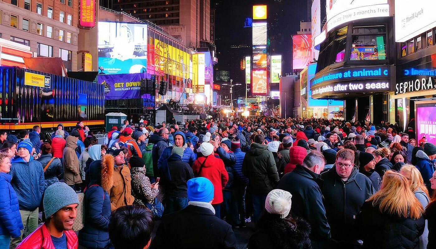 Uudenvuodenaatto New Yorkissa - Väkeä Times Squarella