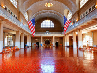 Vapaudenpatsas ja Ellis island -risteily - Ellis Island Building
