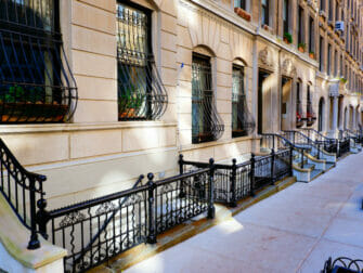Upper Eest Side New Yorkissa - Brownstone-taloja