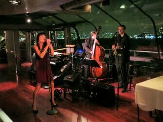 Bateaux New York illallisristeily - livemusiikkia