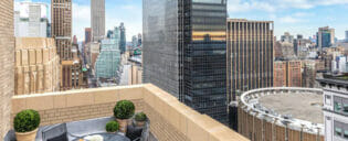 https://www.newyork.fi/wp-content/uploads/2013/12/New-Yorker-Hotel-New-Yorkissa.jpg