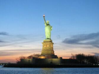 Twilight-risteily New Yorkissa - Vapaudenpatsas