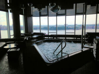 Homobaarit New Yorkissa - Le Bain uima-allas
