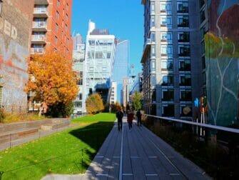 High Line Park New Yorkissa - Rakennusten ympäröimä