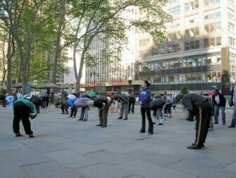 Ilmainen taiji-tunti Bryant Parkissa New Yorkissa