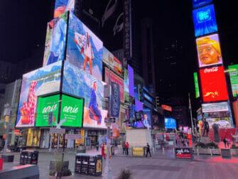 Times Square New Yorkissa - illalla