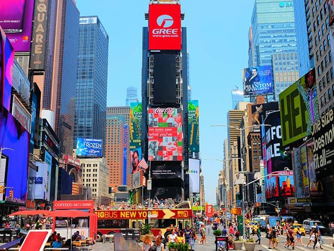 Times Square New Yorkissa - Mainostauluja