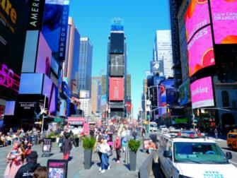 Times Square New Yorkissa - paivalla