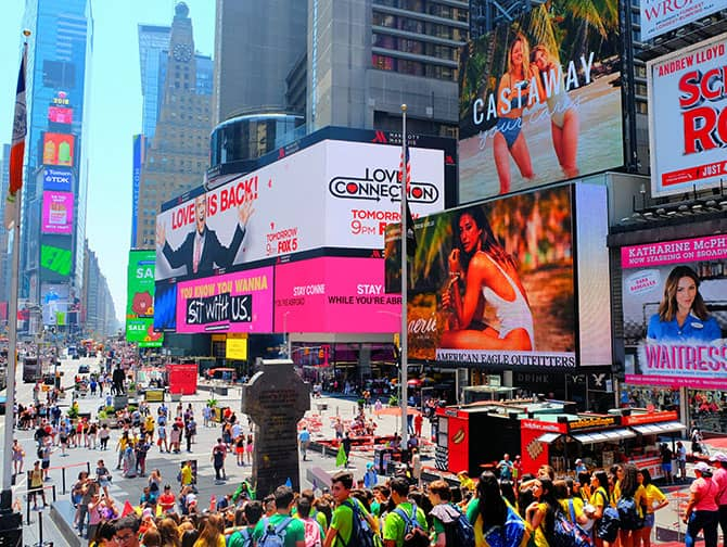 Times Square New Yorkissa - Ihmisiä