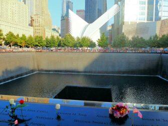 9/11 Memorial Ground Zerolla New Yorkissa - ruusuja