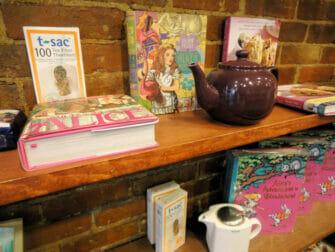 Iltapäivätee Alice's Tea Cup -kahvilassa - teekannu