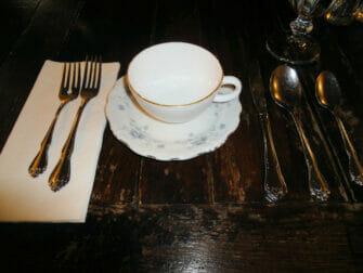 Iltapäivätee Alice's Tea Cup -kahvilassa - tiski