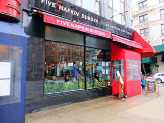Parhaat hampurilaiset New Yorkissa - Five Napkin Burger New Yorkissa
