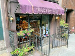 Iltapäivätee Alice's Tea Cup  kahvilassa New Yorkissa