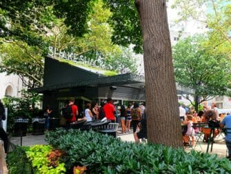 Puistot New Yorkissa - Shake Shack Madison Square Parkissa