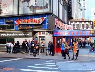 Teemaravintolat New Yorkissa - Ellen's Stardust Diner