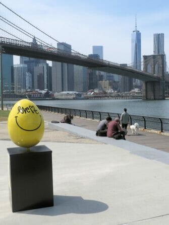 Keltainen paasiaismuna New Yorkissa