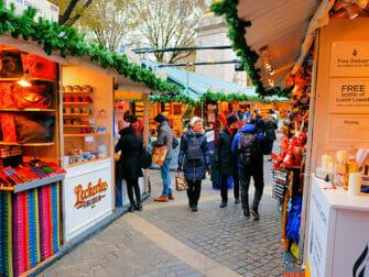 Torit New Yorkissa - Bryant Parkin joulumarkkinat