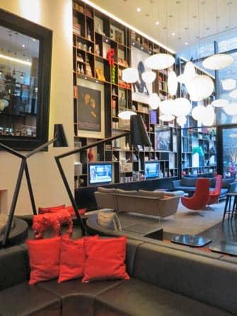 citizenM Times Square hotellin olohuone New Yorkissa