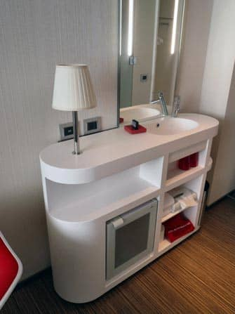 citizenM Times Square -hotellin huone New Yorkissa