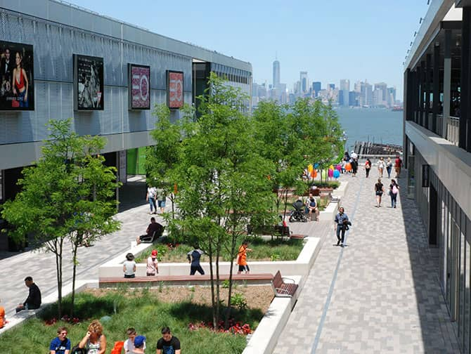 Empire Outlets New York City - Skyline