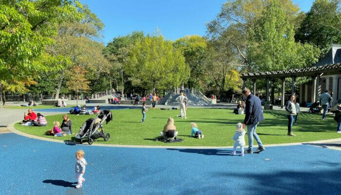 Leikkipuisto Central Parkissa New Yorkissa