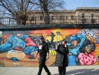 Hiphop-kierros New Yorkissa - Brownstone-taloja