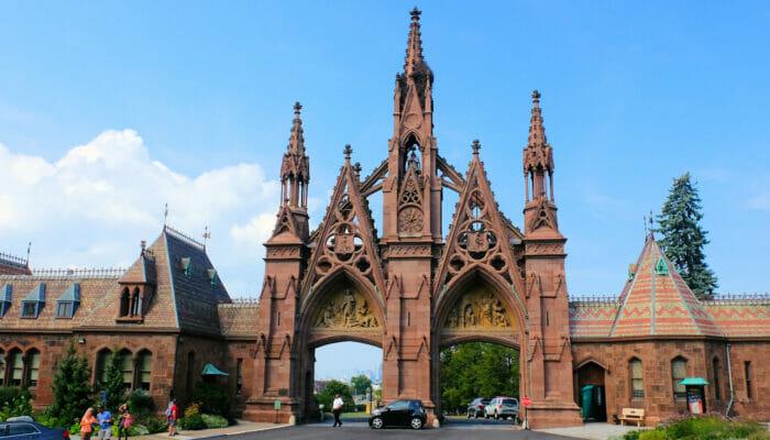 Opastettu kierros Brooklynissa - sisaankaynti Green-wood Cemetery