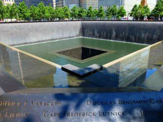 Financial Distrcit -kierros New Yorkissa - 911 Memorial muistomerkki