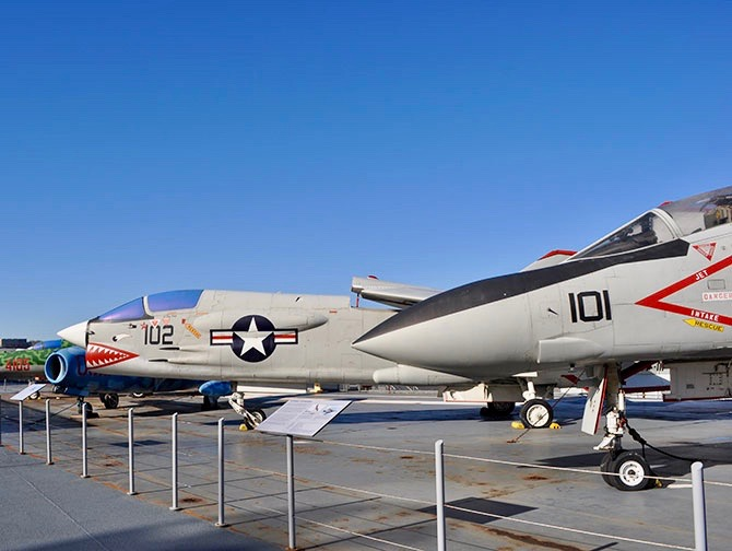 Intrepid Sea, Air and Space Museum New Yorkissa - Hävittäjäkoneita