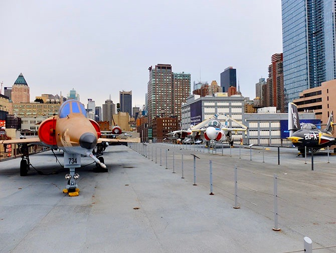 Intrepid Sea, Air and Space Museum New Yorkissa - Kansi