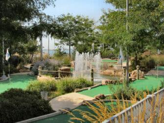 Minigolf Pier 25 -leikkipuisto TriBeCassa New Yorkissa