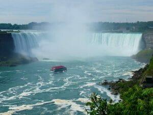 New Yorkista Niagaran putouksille päivämatka lentokoneella