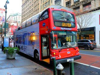 Hop on Hop off -bussit New Yorkissa - Gray Line punanen bussi