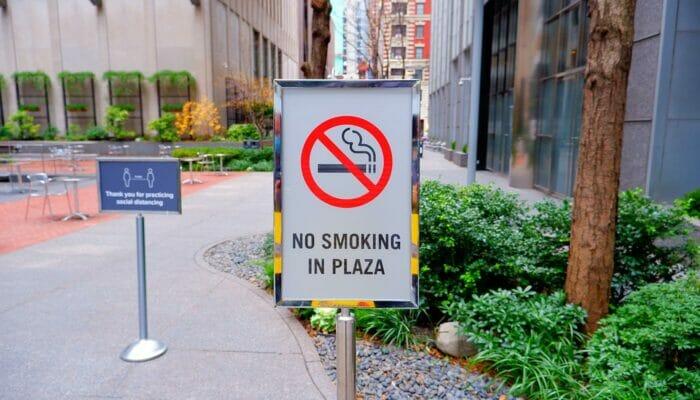 Tupakointi New Yorkissa - kielletty puistoissa