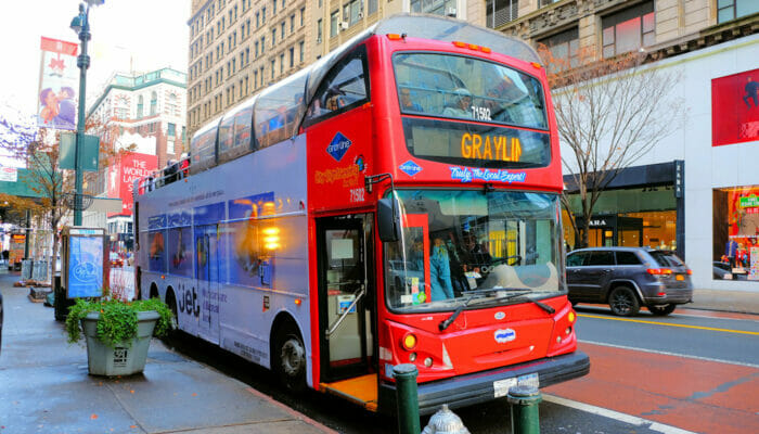 Gray Line Hop on Hop off bussit New Yorkissa - bussin kyytiin