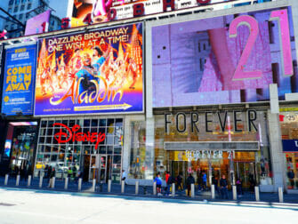 Theater District New Yorkissa - Forever21