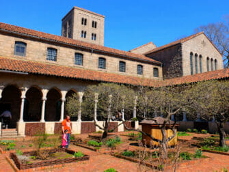 The Met Cloisters New Yorkissa - puutarha