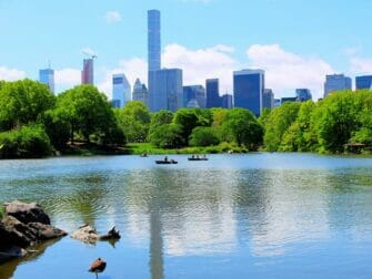 Soutuveneen vuokraus Central Parkissa - The Lake