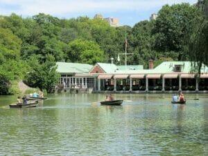 Soutuveneen vuokraus Central Parkissa