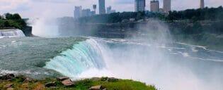 New Yorkista Niagaran putouksille päivämatka bussilla