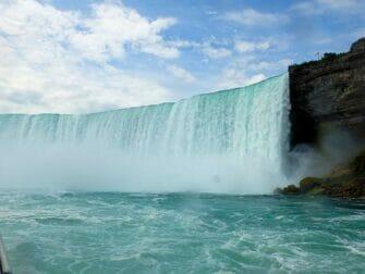 New Yorkista Niagaran putouksille päivämatka bussilla - Näkymä Maid of the Mist -lautalta
