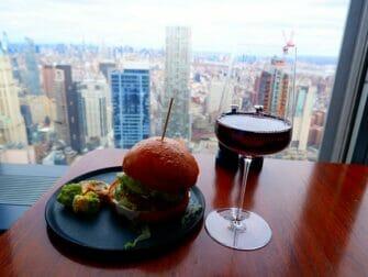 Ravintolat New Yorkissa - Drinkki Manhatta-ravintolassa