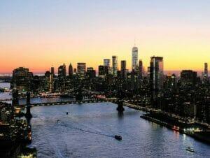 Yhdistetty ilta helikopterilento ja risteily New Yorkissa
