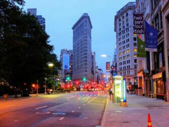 Flatiron Building New Yorkissa - Flatiron Building yöllä