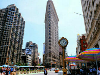 Flatiron Building New Yorkissa - Kello Flatiron Buildingin luona