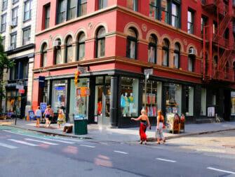 Shoppailu New Yorkin SoHossa Johnny Was