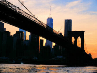 Twilight-risteily New Yorkissa Brooklyn Bridge